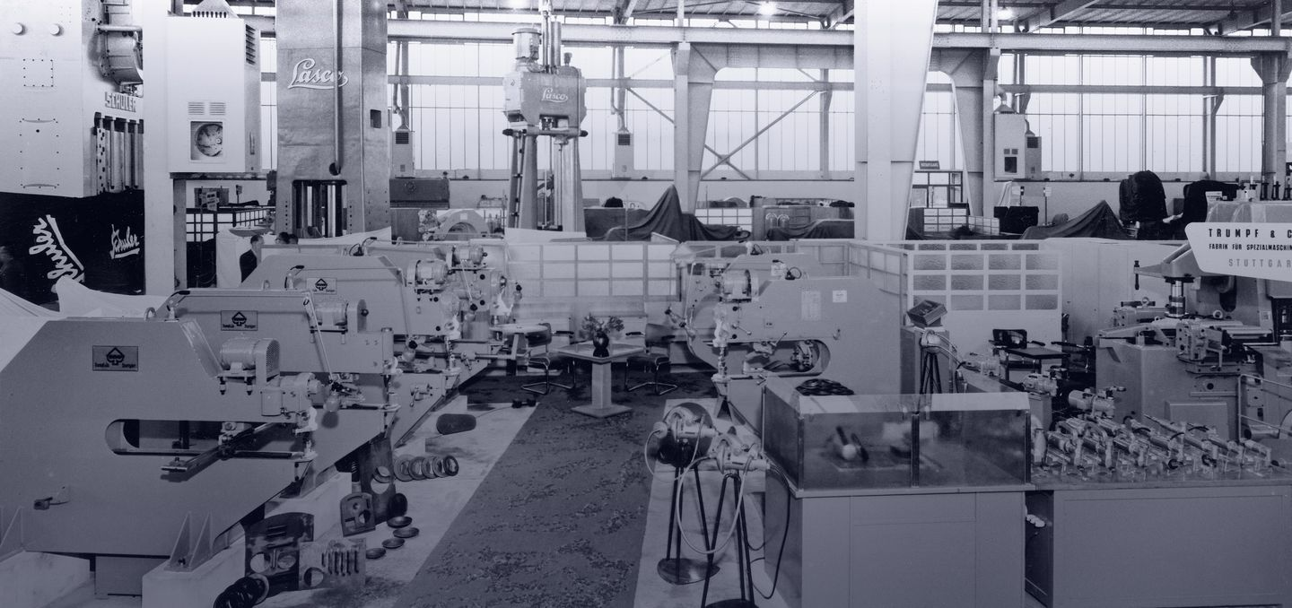 historical picture of a booth of TRUMPF at a trade show in Hanover Germany