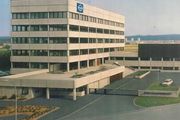 historical picture of the headquarters building of TRUMPF in Ditzingen Germany