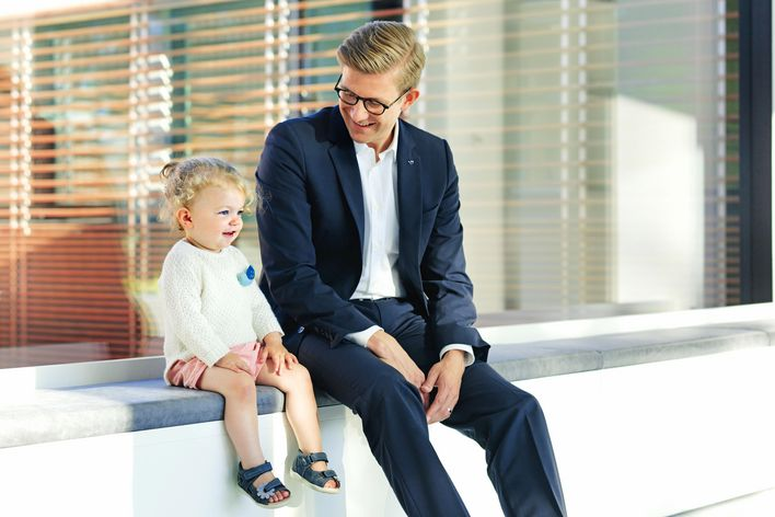 A young father and his daughter in the TRUMPF building