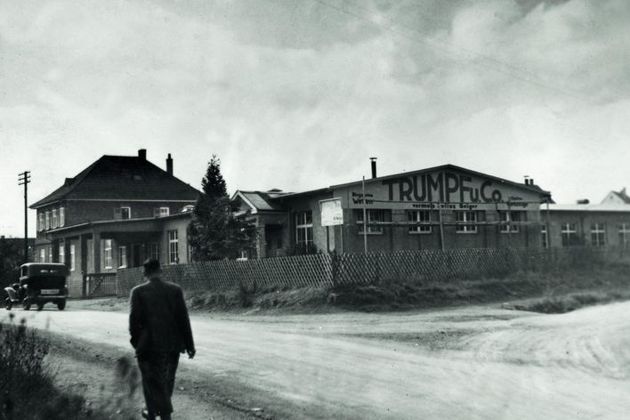 historical picture of the second company building of TRUMPF in Stuttgart-Weilimdorf Germany