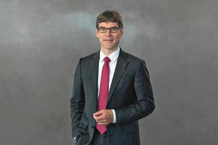 portrait of Dr. rer. pol. Lars Grünert member of managing board of TRUMPF