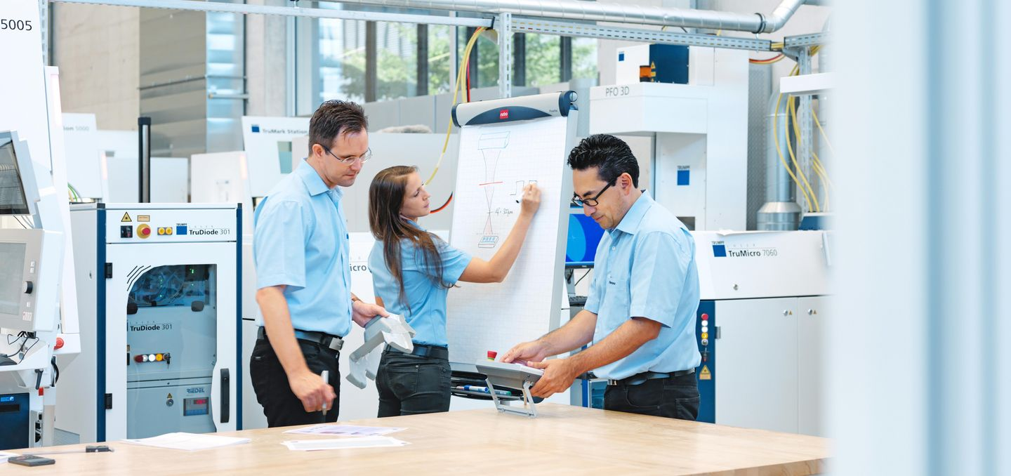 TRUMPF employees of the laser application centre are working in a team togehter