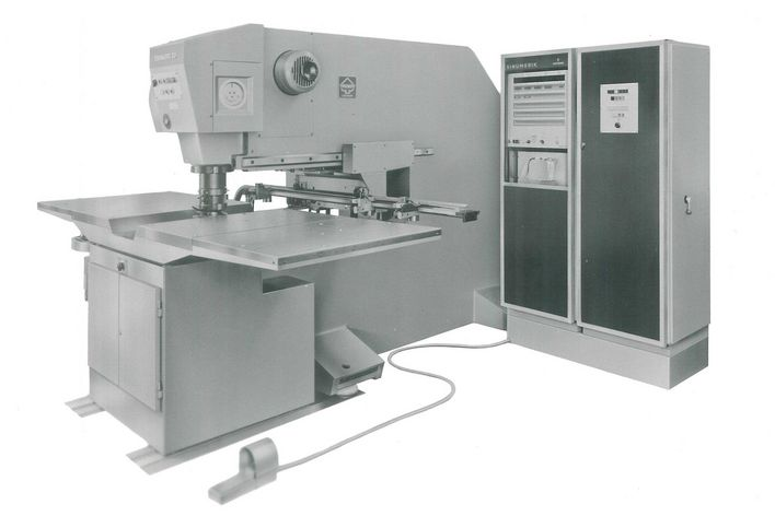 historical picture of the TruMatic 20 from TRUMPF