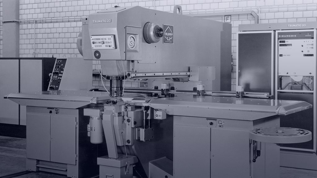 historical picture of the first sheet metal fabrication machine with a numerical control system from TRUMPF